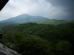 豊礼の湯 窓から見たわいた山