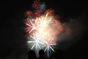 花火大会の花火の画像